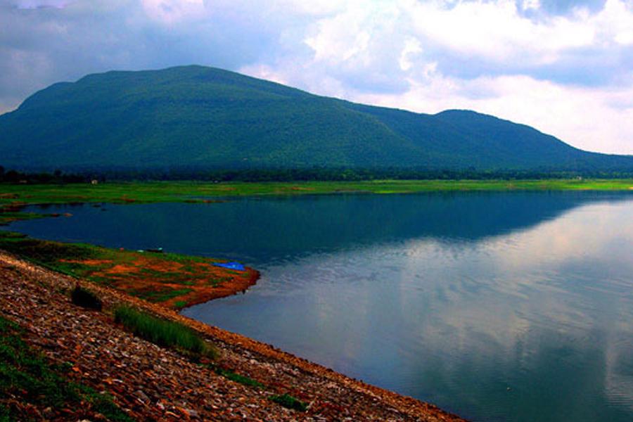 ছোট্ট শহর মুকুটমনিপুর