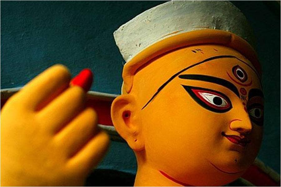 দুর্গাপুজো: প্রবাসীমনের আনন্দ আর মনখারাপের গল্প